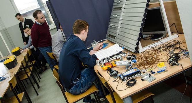 Egzamin zawodowy mechatroników zkwalifikacji E.03