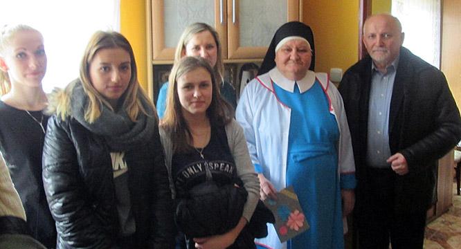 Odwiedziny uczestników Hufca wHospicjum wMirkowie