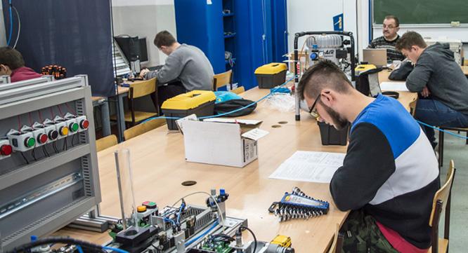 Egzamin próbny techników mechatroników