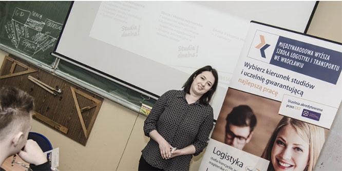 Spotkanie uczniów zprzedstawicielkami Międzynarodowej Wyższej Szkoły Logistyki iTransportu weWrocławiu