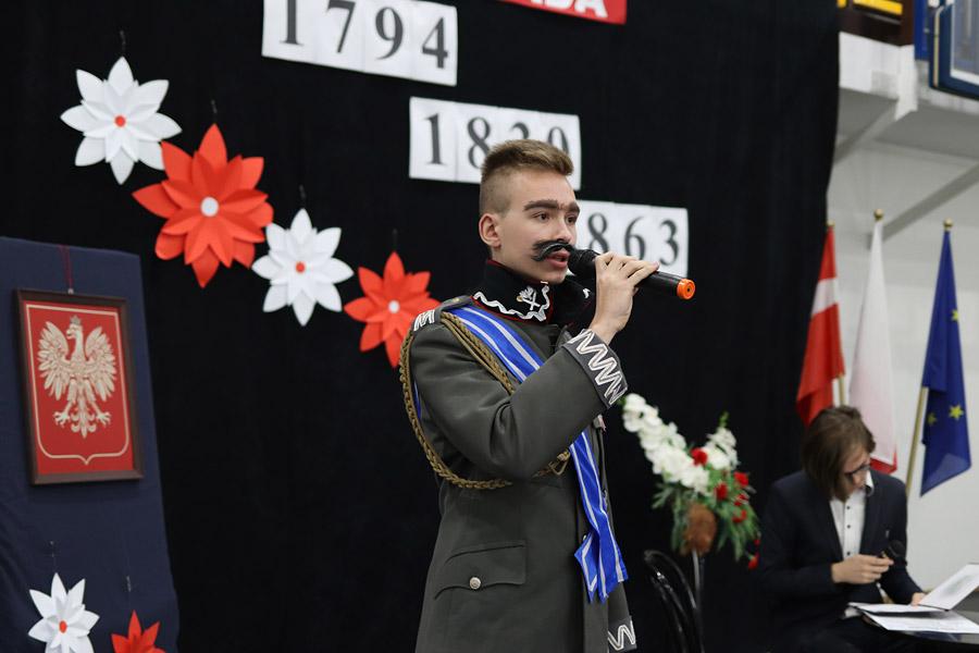 """""""Niepodległa…"""" – Obchody Święta Niepodległości wZespole Szkół Ponadpodstawowych wWieruszowie"""